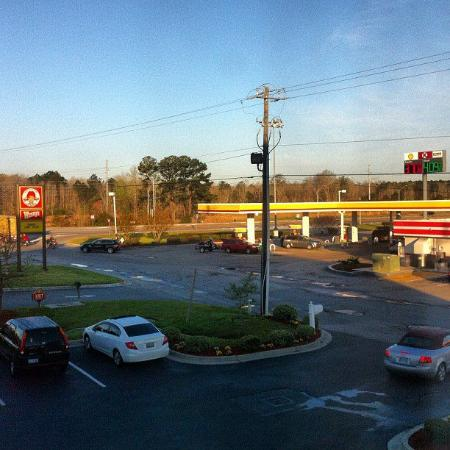 Days Inn & Suites - Savannah North I-95: View from room 204