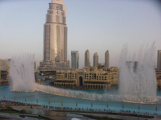 Armani Hotel Dubai: View of the fountains from the balcony