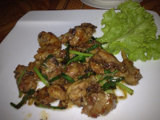 GST1 Restaurant: wings was very sweet and chilli