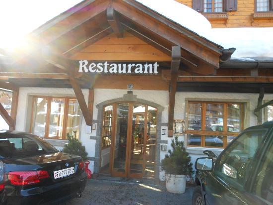 Alpe Fleurie Hotel & Residence: Vista da entrada do hotel