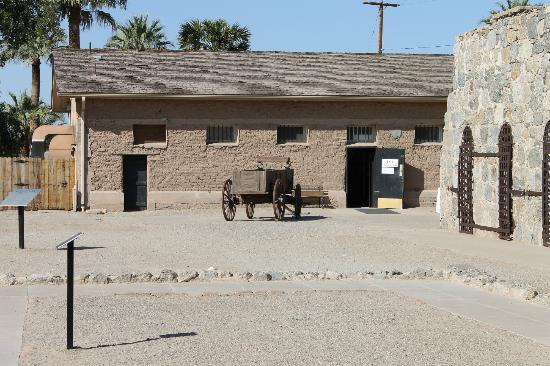 and old Barbers Chair - Foto de Yuma Territorial Prison State Historic ...