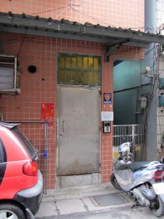 JV's Hostel: Der Eingang