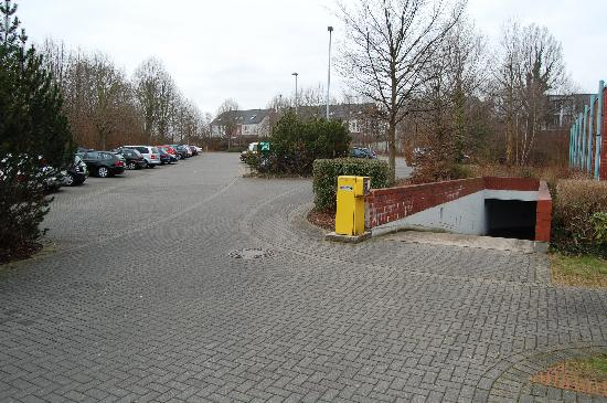 H+ Hotel Köln Hürth: Parkplätze über- und unterirdisch
