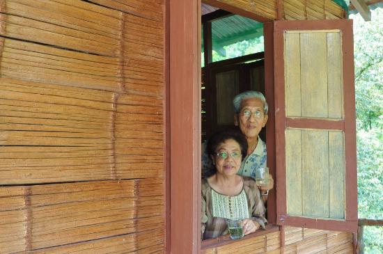Gopeng Rainforest Resort: Senior citizens enjoying a great cup of Gaharu tea.