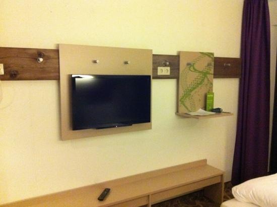 Explorer Hotel Montafon: Fernseher