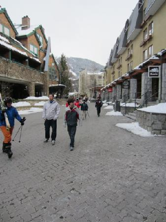 Executive Inn At Whistler Village: accomodation on the left