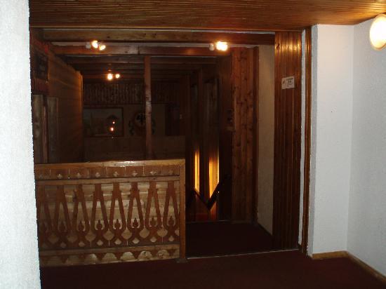 Pierre & Vacances Residence Les Chalets des Arolles: les couloirs de la résidence