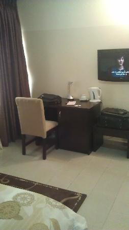 Shafami Suites: Bedroom Reading Table