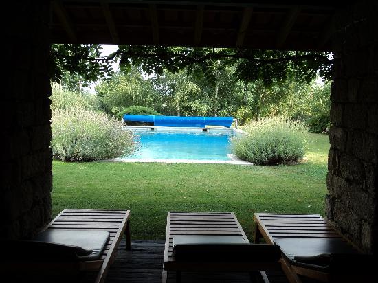 Casa de Santo Antonio de Britiande: The pool and relaxing area
