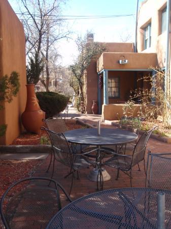 Inn at Pueblo Bonito Santa Fe: The courtyard at Pueblo Bonito
