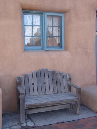 Inn at Pueblo Bonito Santa Fe: a bench at Pueblo Bonito