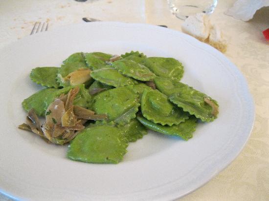 Albergo Ristorante Piacentino : primo: tortelli ai carciofi
