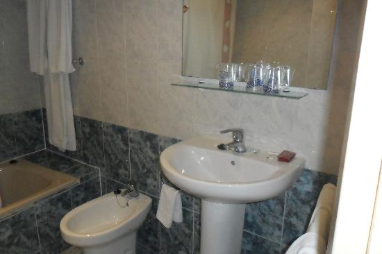 Hotel Carmen: baño