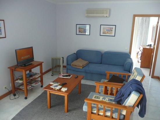 Apartamentos Jardins da Rocha: living room