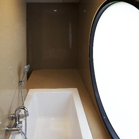 The Phoenix Hotel Bangkok: Bath Tub