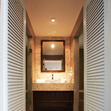 The Phoenix Hotel Bangkok: Bathroom in Suite