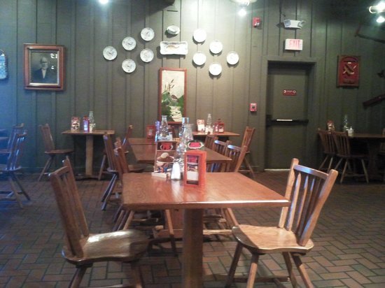 Cracker Barrel: Sala interna