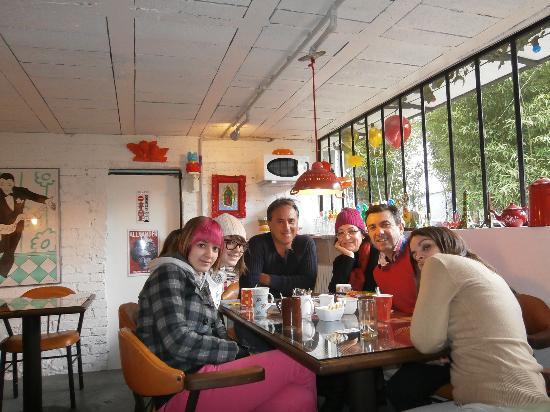 Vitry-sur-Seine, Francia: Mi familia con Fred en el desayuno