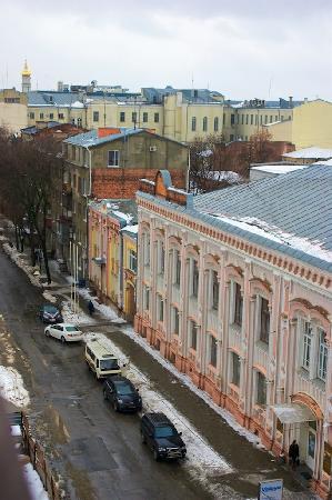 Chichikov Hotel: Chichikov: room view over Gogol St