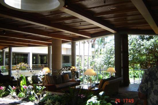 Hale Koa Hotel: The lobby