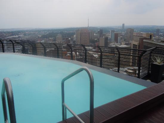 Protea Hotel Johannesburg Parktonian All-Suite: Pool terrace