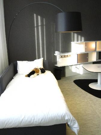 2tes kinder bett picture of novotel suites luxembourg. Black Bedroom Furniture Sets. Home Design Ideas