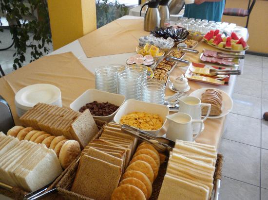 Lunes deayuno y adelante-http://media-cdn.tripadvisor.com/media/photo-s/02/60/02/a1/el-desayuno-buffet-es.jpg