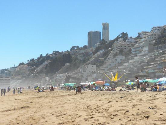 Apart Hotel Renaca Inn : Reñaca, una playa en donde uno no se puede bañar, sólo solerase.