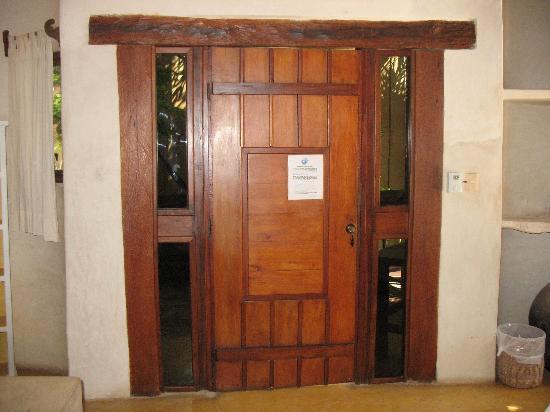 لا بوسادا ديل سول: La porta con i vetri laterali