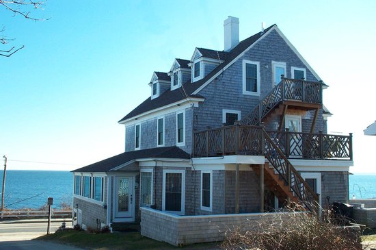 Baileys By The Sea: Baileys B&B is an ocenafront Victorian home dating back to 1874