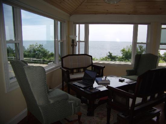 Baileys By The Sea: Relax on Bailes porch with an afternoon glass of wine or cup of tea