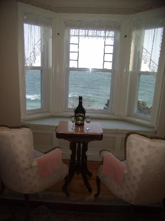 Baileys By The Sea: Afternoon ocean views from the Traverse City room