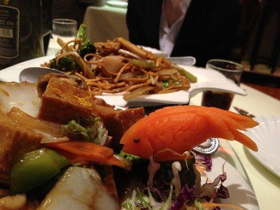Panda Restaurant: Decorative hand-carved vegetables