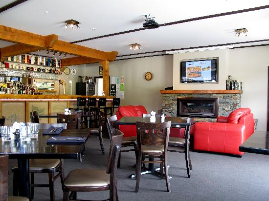 The Moorings Restaurant & Conference Centre: The Moorings Restaurant & Bar