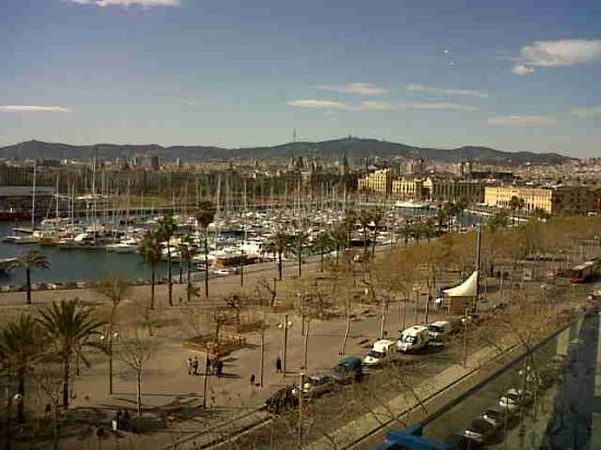 Hotel 54 Barceloneta: view of the harbour from rm 401