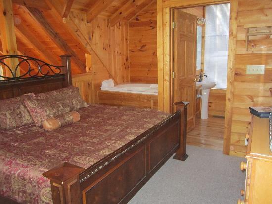 My Cabin Vacation: Loft Bedroom