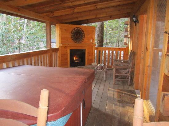 My Cabin Vacation: Hot Tub and Fireplace