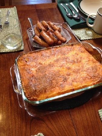Lodge at Pine Cove: Homemade quiche and sausage