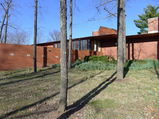 Frank Lloyd Wright House in Ebsworth Park