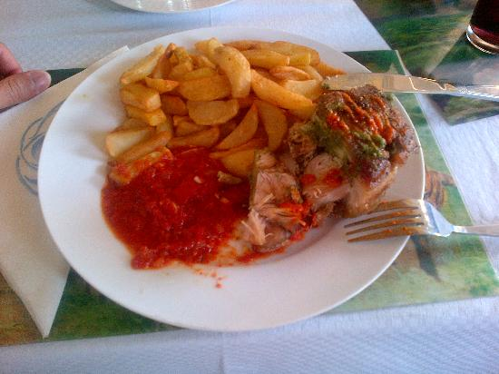 Buea, Kamerun: roasted chicken