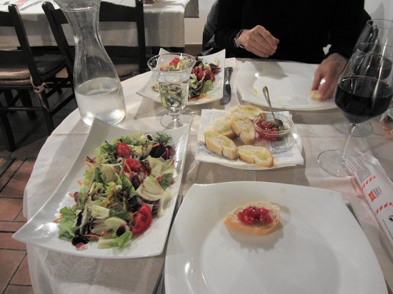 La Buona Forchetta : Elegant table, large portions
