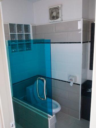 Ruean Kanyarat Boutique Hotel: the bathroom