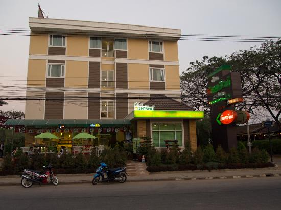 Ruean Kanyarat Boutique Hotel : view from the outside