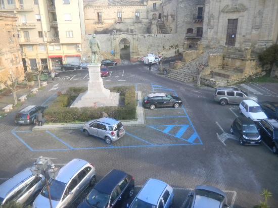 Hotel Sicilia: Parking frente al hotel