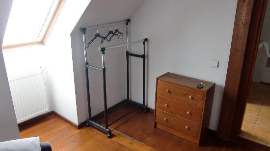Pensiunea Zanzi: 服や荷物を置けるスペースです