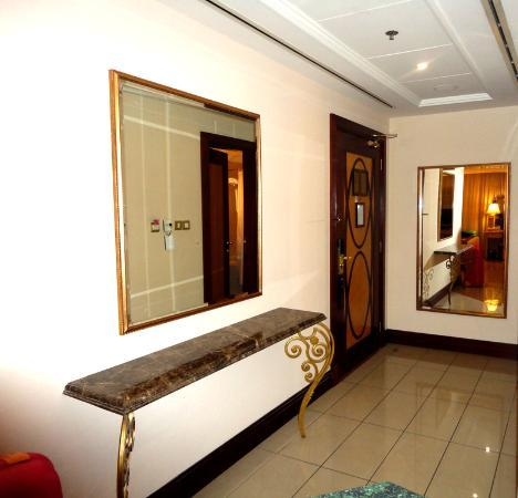 Al Sondos Suites: Room 1