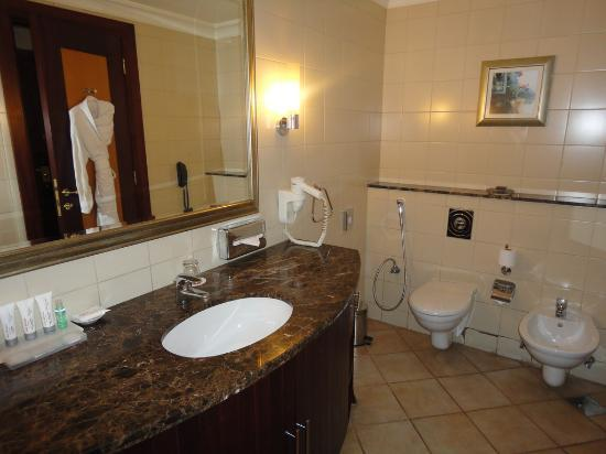 Al Sondos Suites: wash room