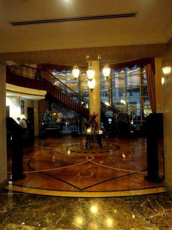 Al Sondos Suites: Lobby