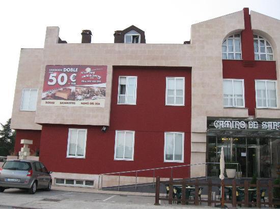 Hotel Camino de Santiago: Front view of hotel