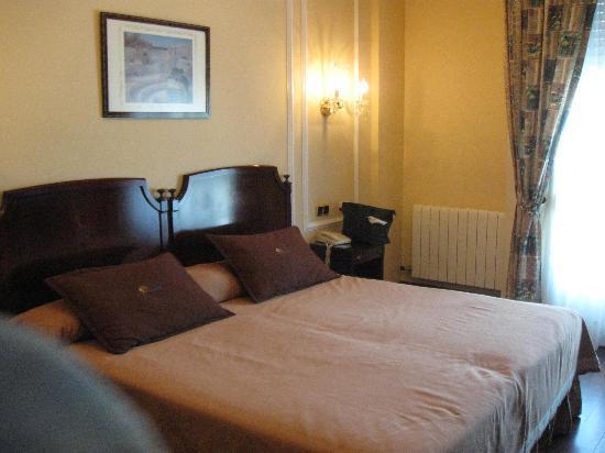 Hotel Camino de Santiago: Spacious double room